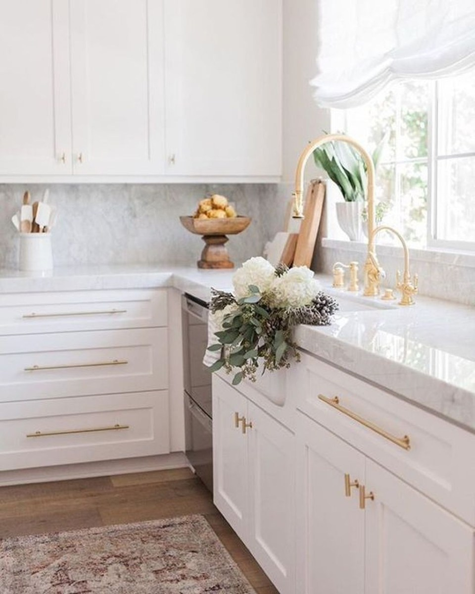 Amazing White Kitchen Design Ideas Which Will Make You Like Cooking 31