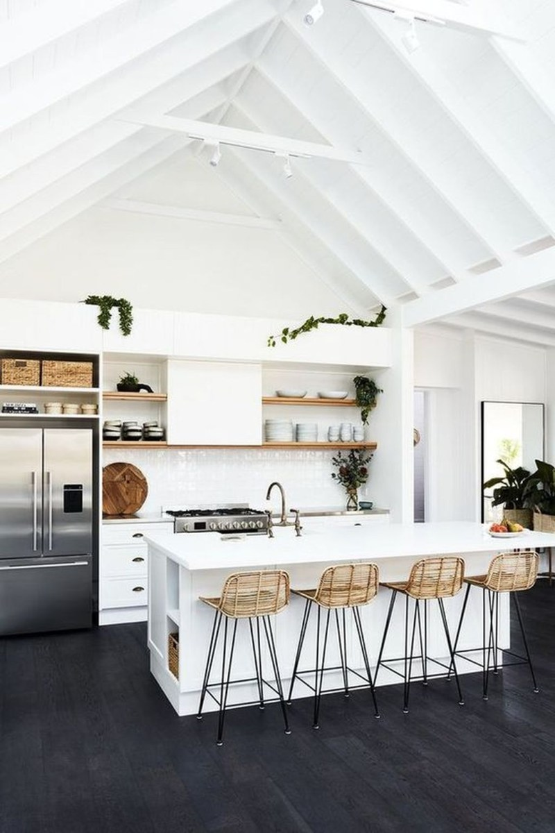 Amazing White Kitchen Design Ideas Which Will Make You Like Cooking 35