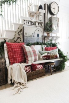 Amazing Winter Home Decoration Ideas 36