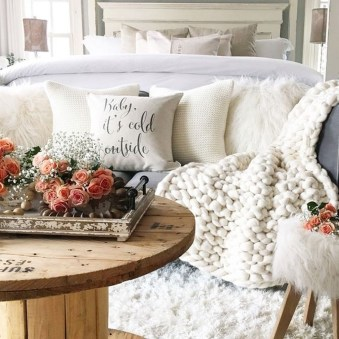 Awesome Winter Simple Living Room Decor Ideas You Must Try 37