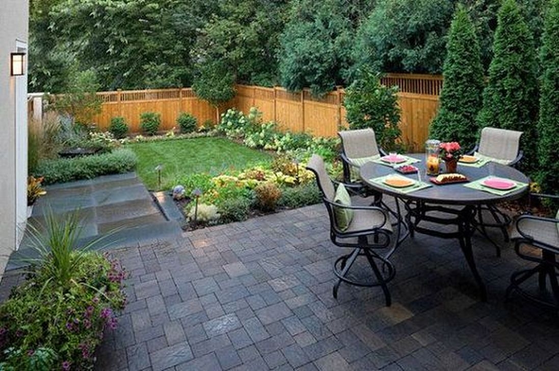 Beautiful Small Backyard Landscaping Ideas 44