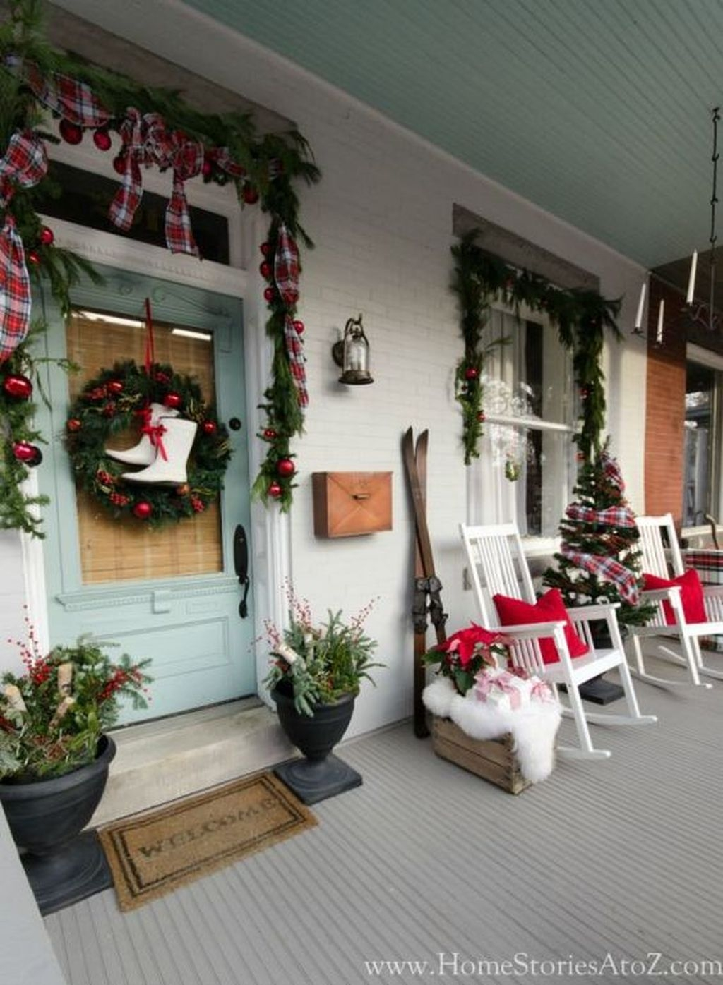 Gorgeous Winter Front Porch Design Ideas 01