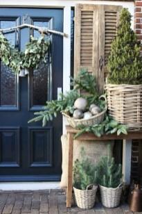 Gorgeous Winter Front Porch Design Ideas 05