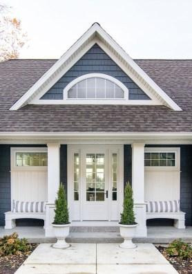 Gorgeous Winter Front Porch Design Ideas 08