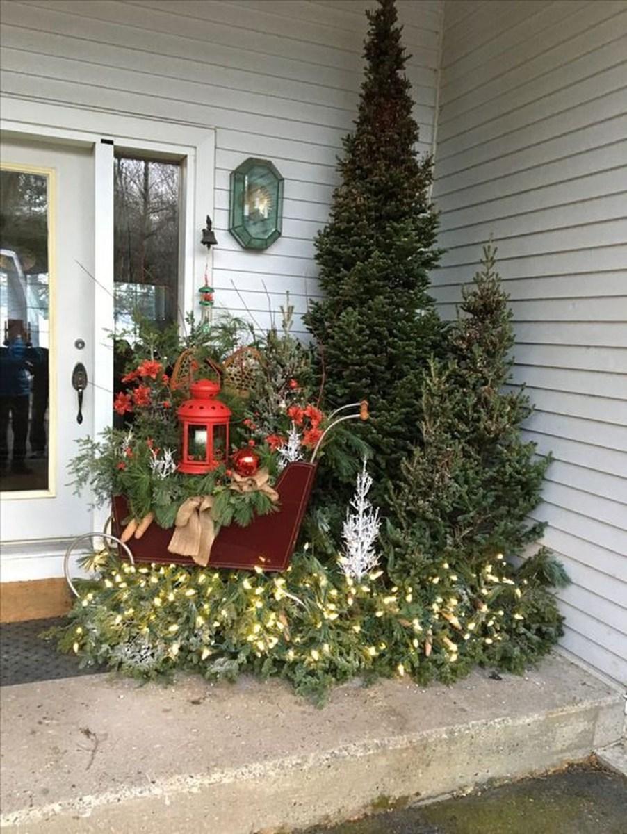 Gorgeous Winter Front Porch Design Ideas 10
