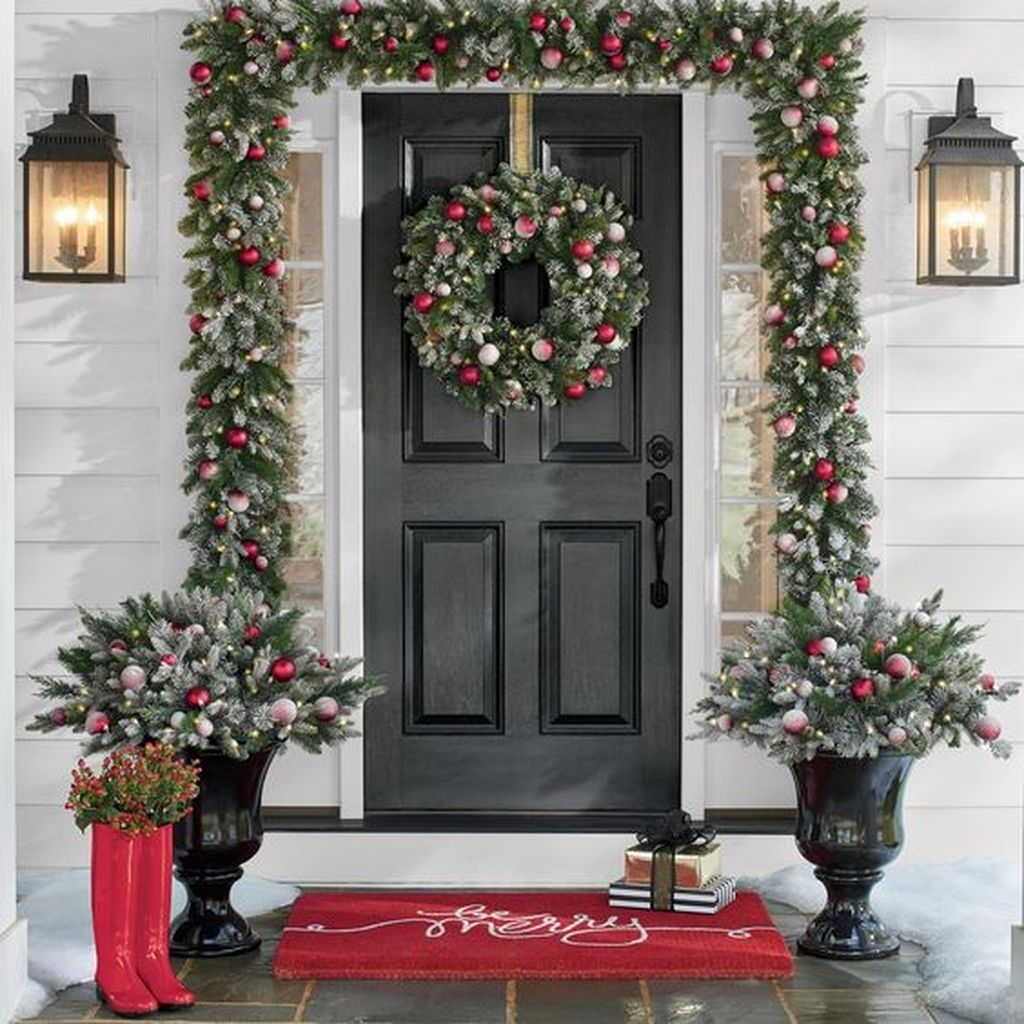 Gorgeous Winter Front Porch Design Ideas 11