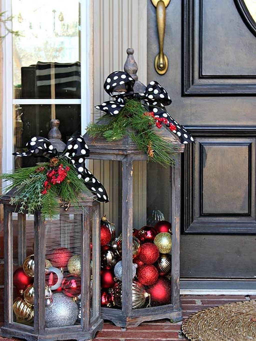 Gorgeous Winter Front Porch Design Ideas 13