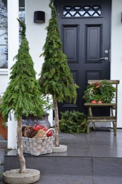 Gorgeous Winter Front Porch Design Ideas 17