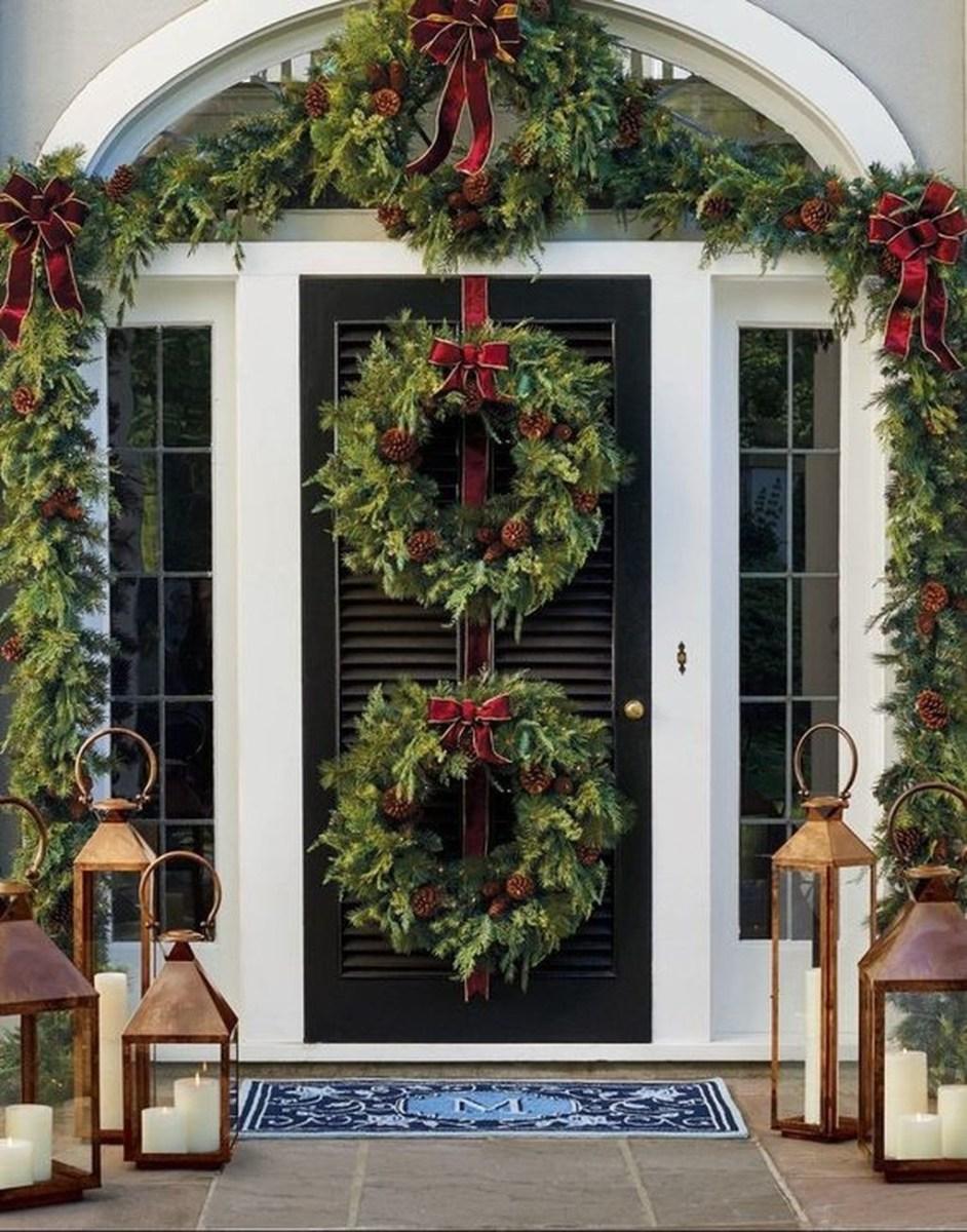 Gorgeous Winter Front Porch Design Ideas 18