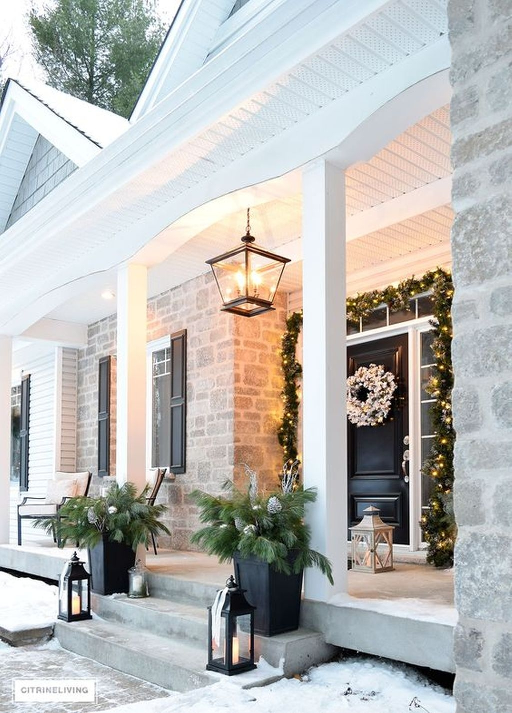 Gorgeous Winter Front Porch Design Ideas 42