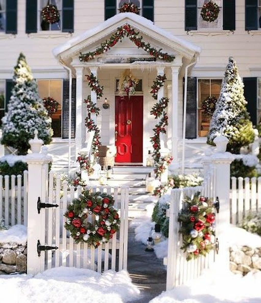 Gorgeous Winter Front Porch Design Ideas 43