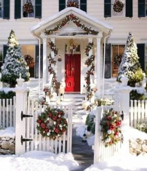 Gorgeous Winter Front Porch Design Ideas 43