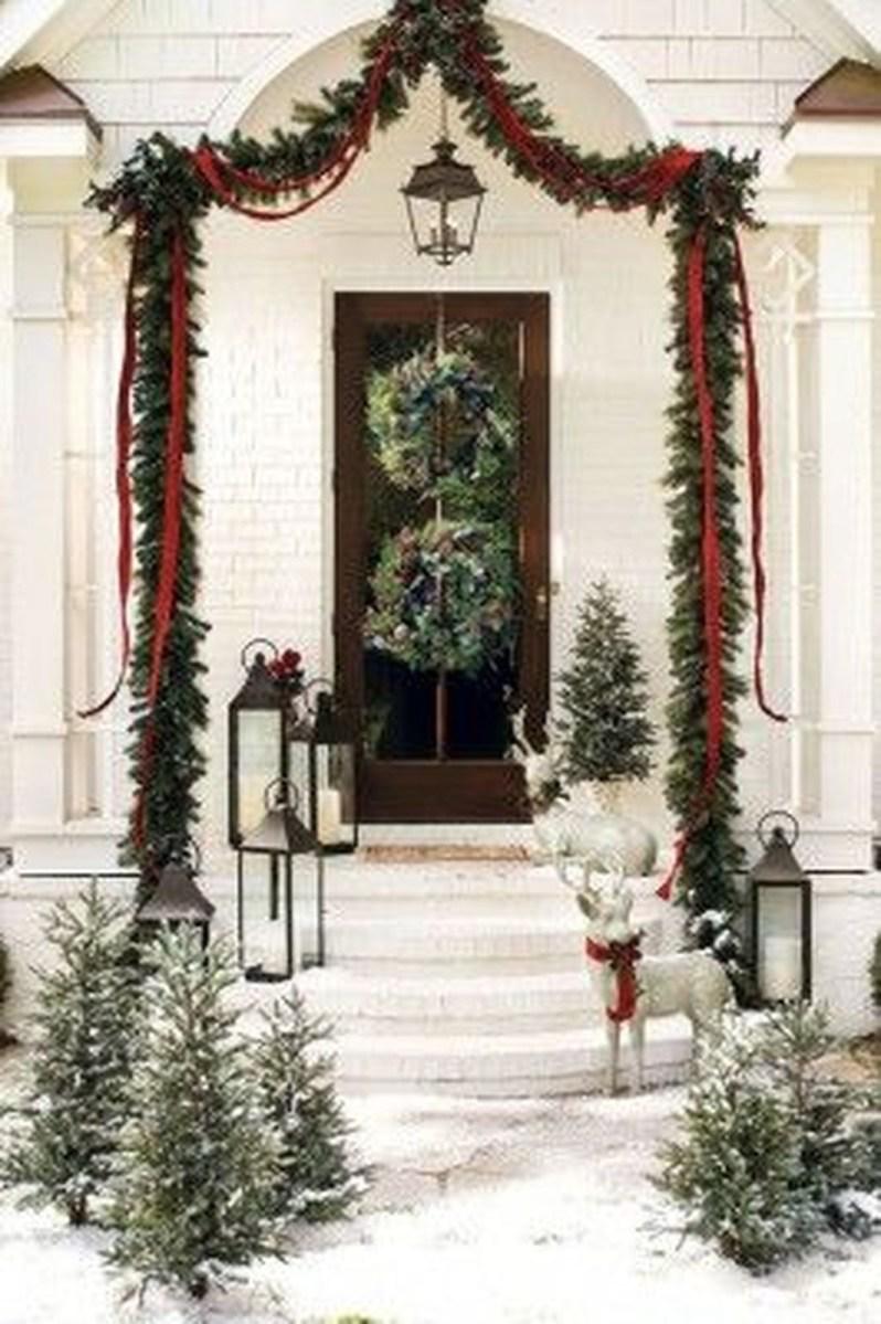 Gorgeous Winter Front Porch Design Ideas 47