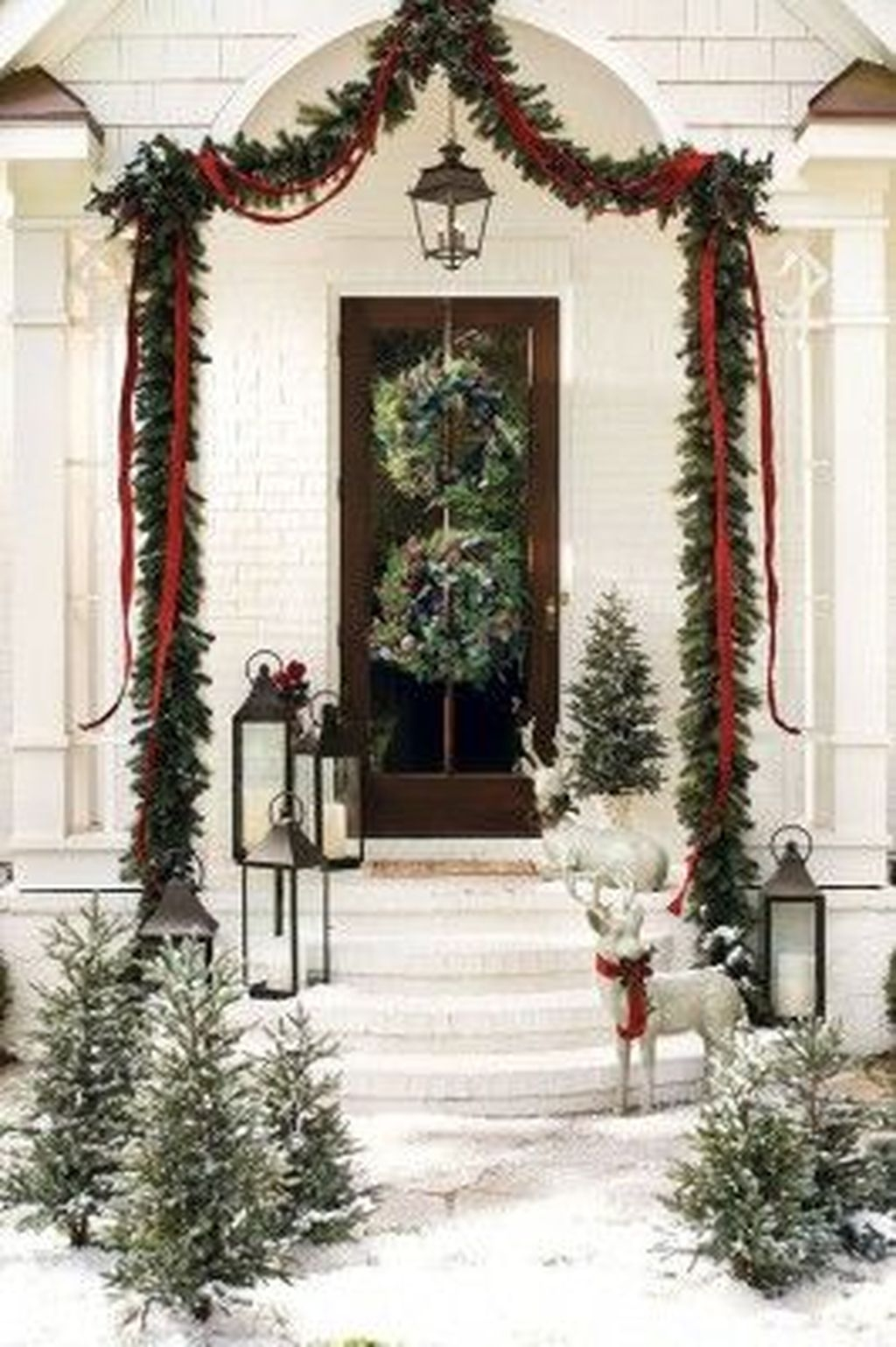 Gorgeous Winter Front Porch Design Ideas 47
