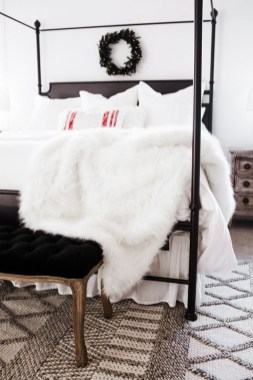 Lovely Winter Master Bedroom Decorations Ideas Best For You 13