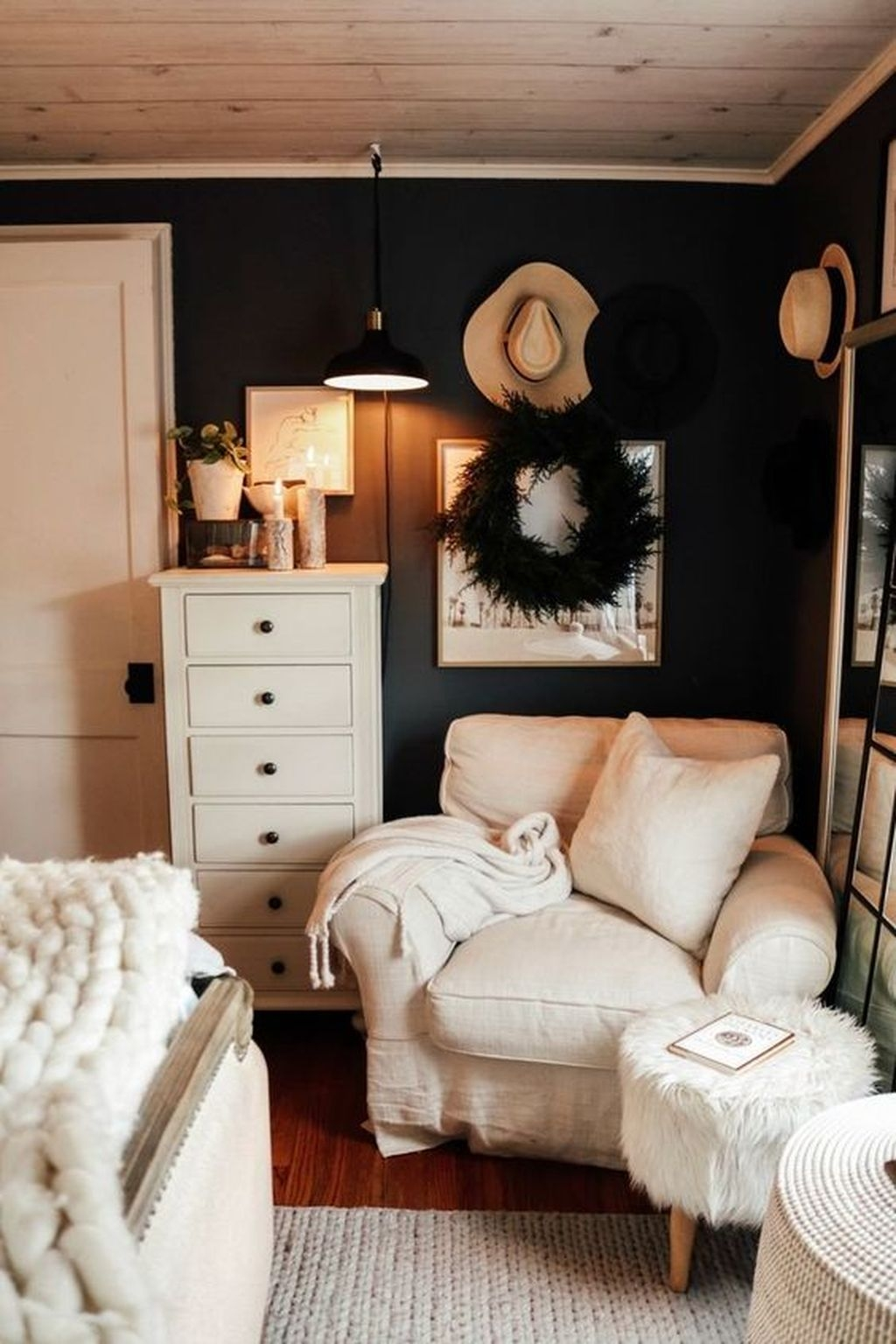 Lovely Winter Master Bedroom Decorations Ideas Best For You 17