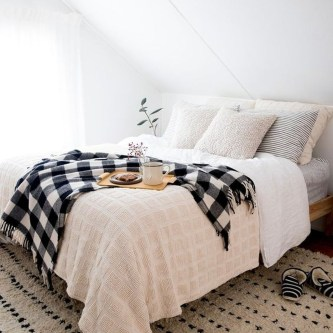 Lovely Winter Master Bedroom Decorations Ideas Best For You 21