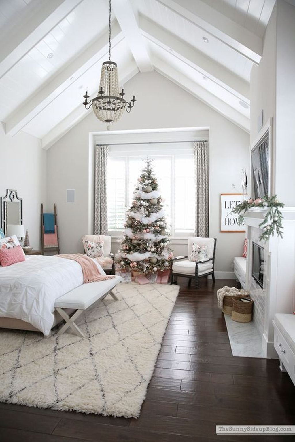 Lovely Winter Master Bedroom Decorations Ideas Best For You 33