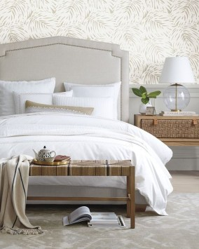 Lovely Winter Master Bedroom Decorations Ideas Best For You 38