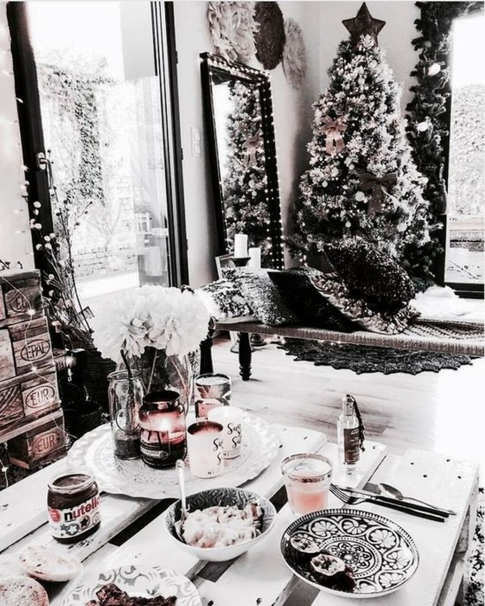 Popular Winter Dining Room Decorations On Your Table 15
