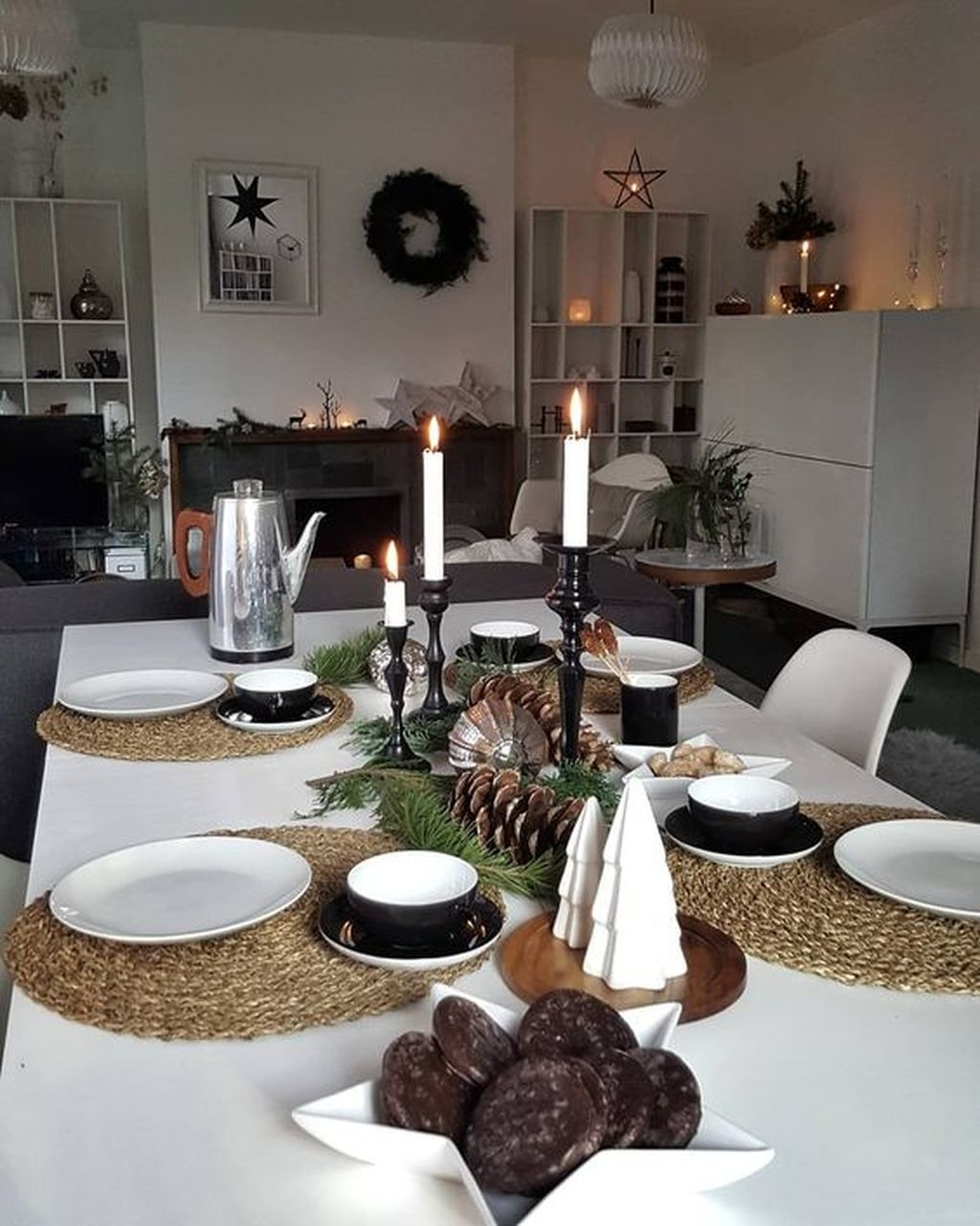 Popular Winter Dining Room Decorations On Your Table 16