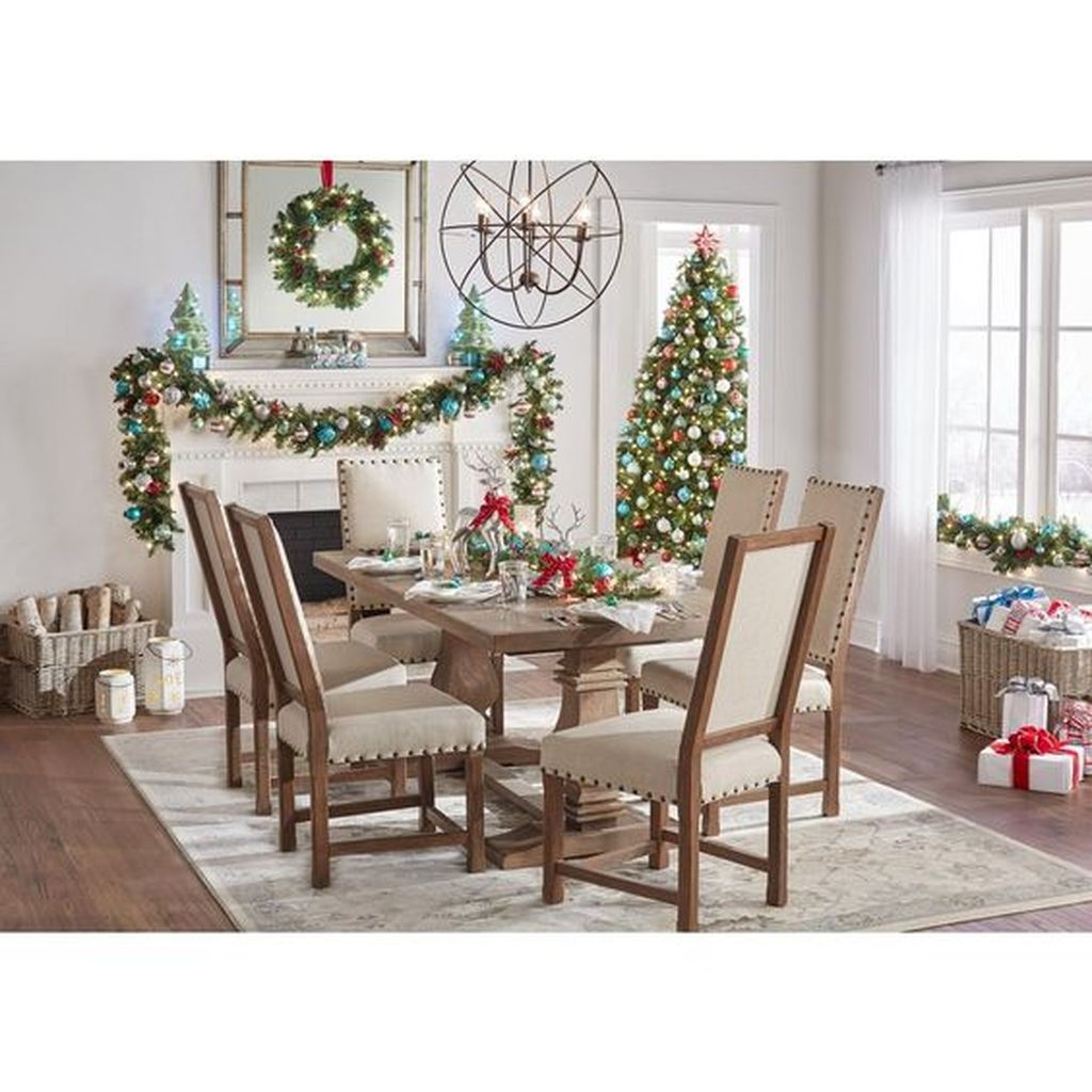 Popular Winter Dining Room Decorations On Your Table 35
