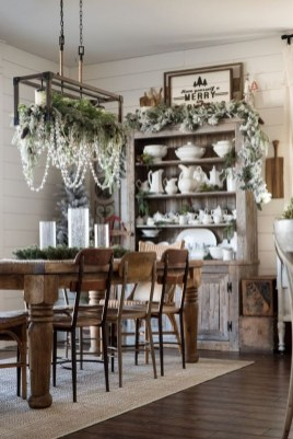 Popular Winter Dining Room Decorations On Your Table 49