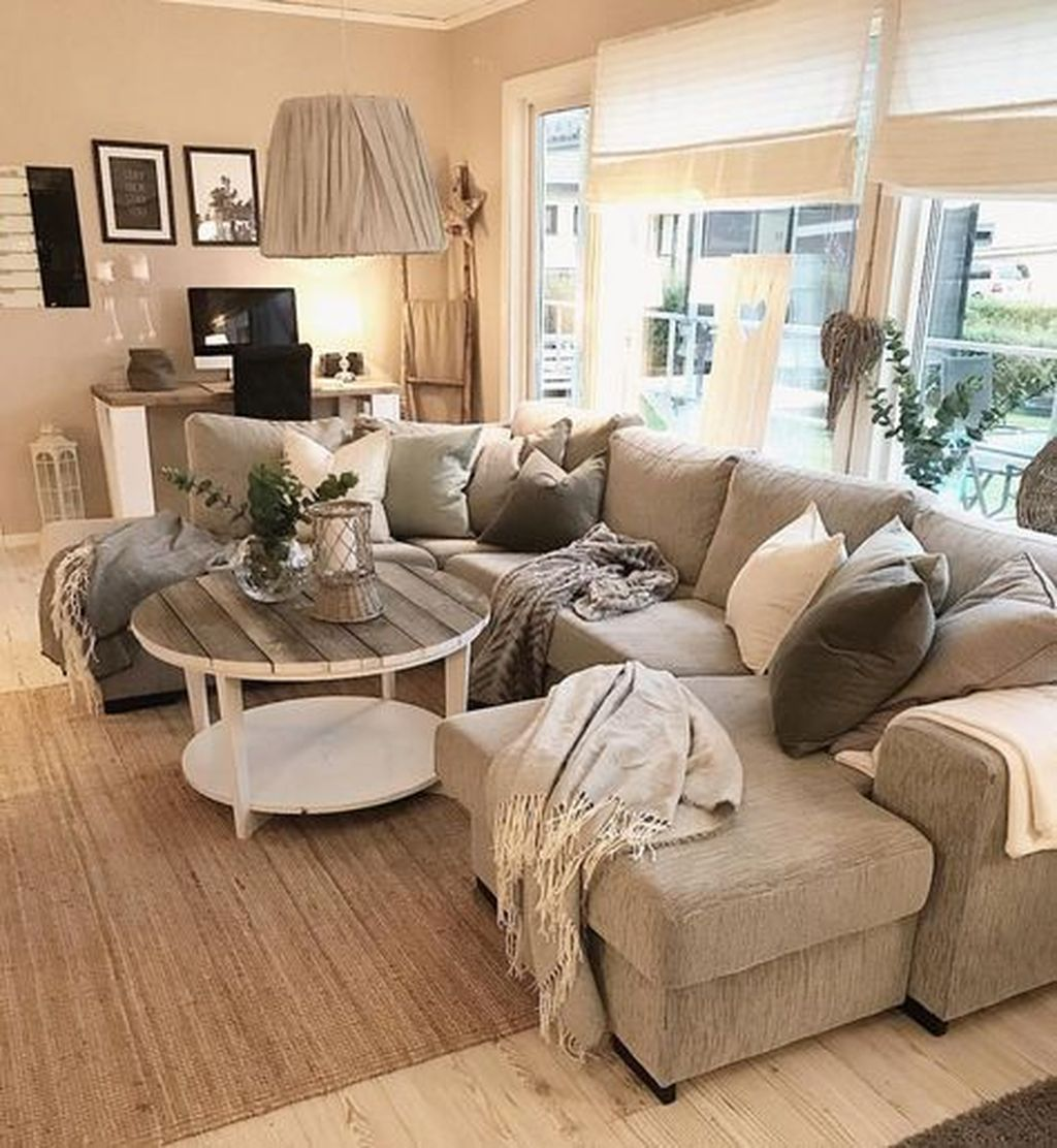 Stunning Winter Living Room Decor Ideas You Should Try 08