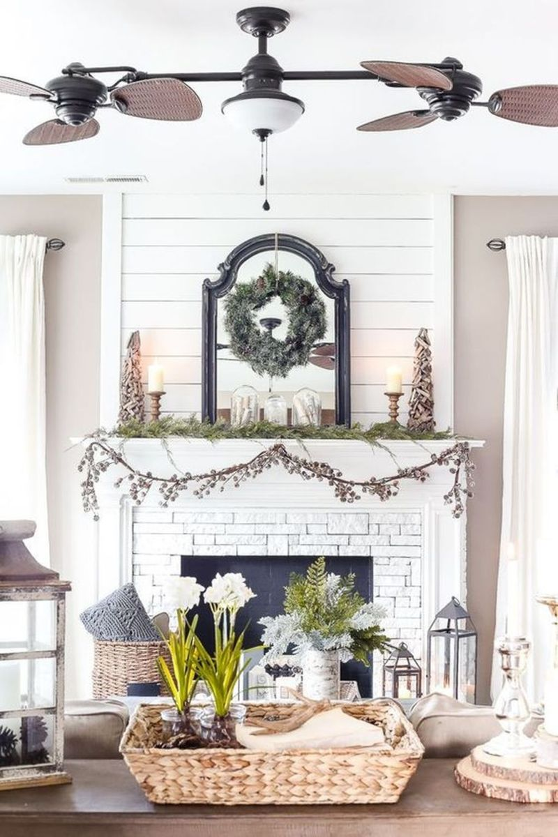Stunning Winter Living Room Decor Ideas You Should Try 23