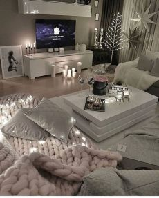 Stunning Winter Living Room Decor Ideas You Should Try 37