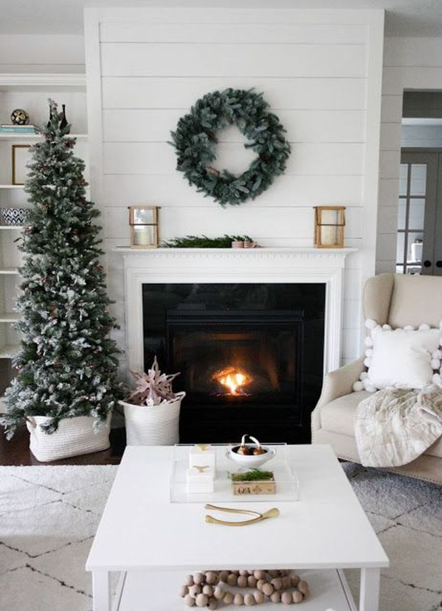Stunning Winter Living Room Decor Ideas You Should Try 42