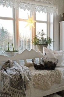 Applying Wooden Planks Correctly To Make Rustic Winter Home Decoration 20
