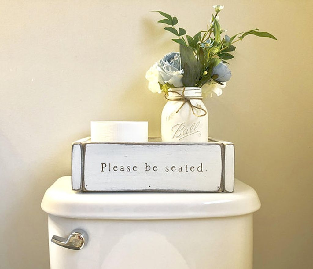 Awesome Winter Bathroom Decor You Need To Have 28