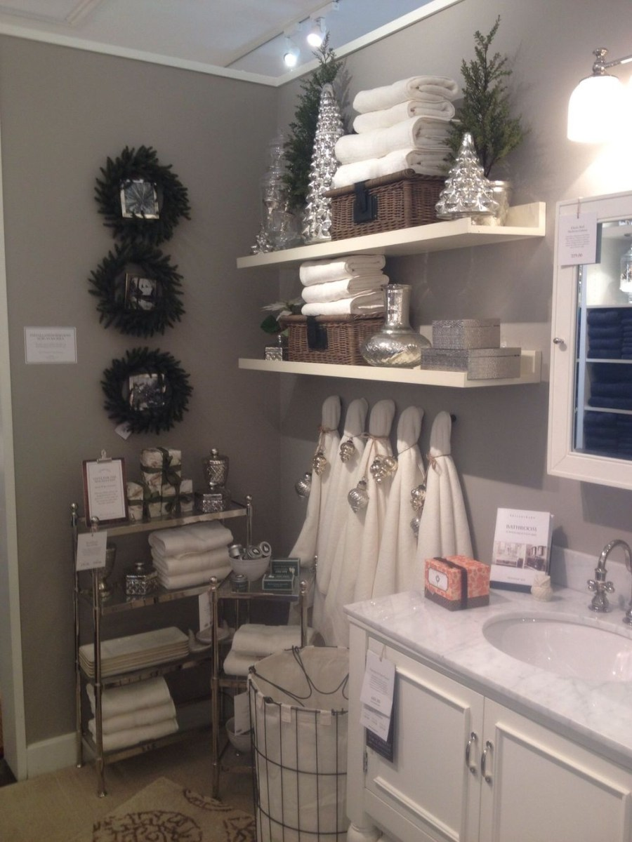 Awesome Winter Bathroom Decor You Need To Have 35