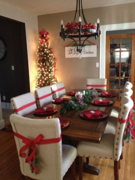 Beautiful Christmas Dining Room Decor Ideas Should You Apply This Winter 24
