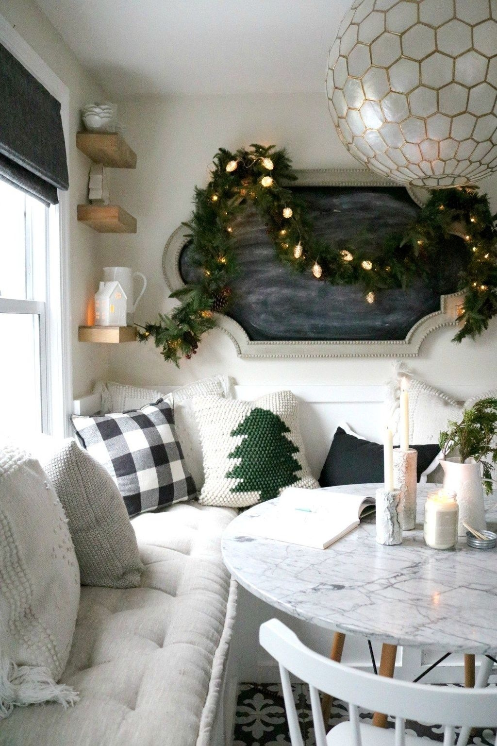 Beautiful Christmas Dining Room Decor Ideas Should You Apply This Winter 25