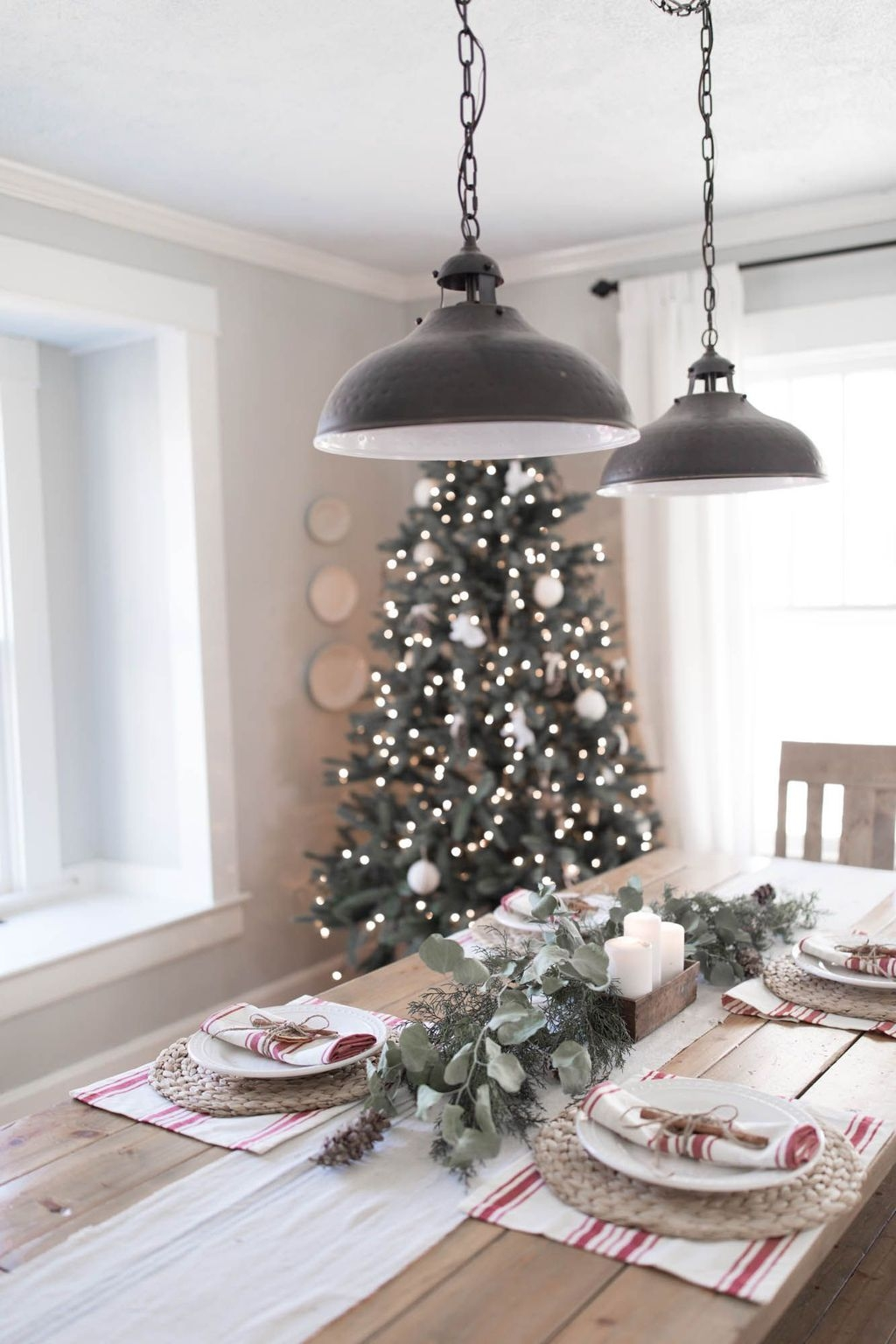 Beautiful Christmas Dining Room Decor Ideas Should You Apply This Winter 34