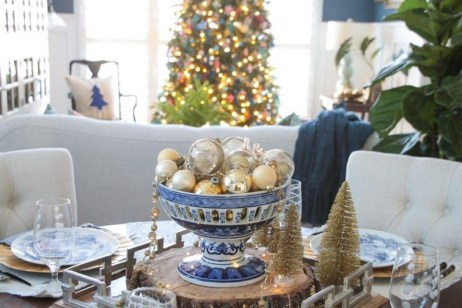 Beautiful Christmas Dining Room Decor Ideas Should You Apply This Winter 36