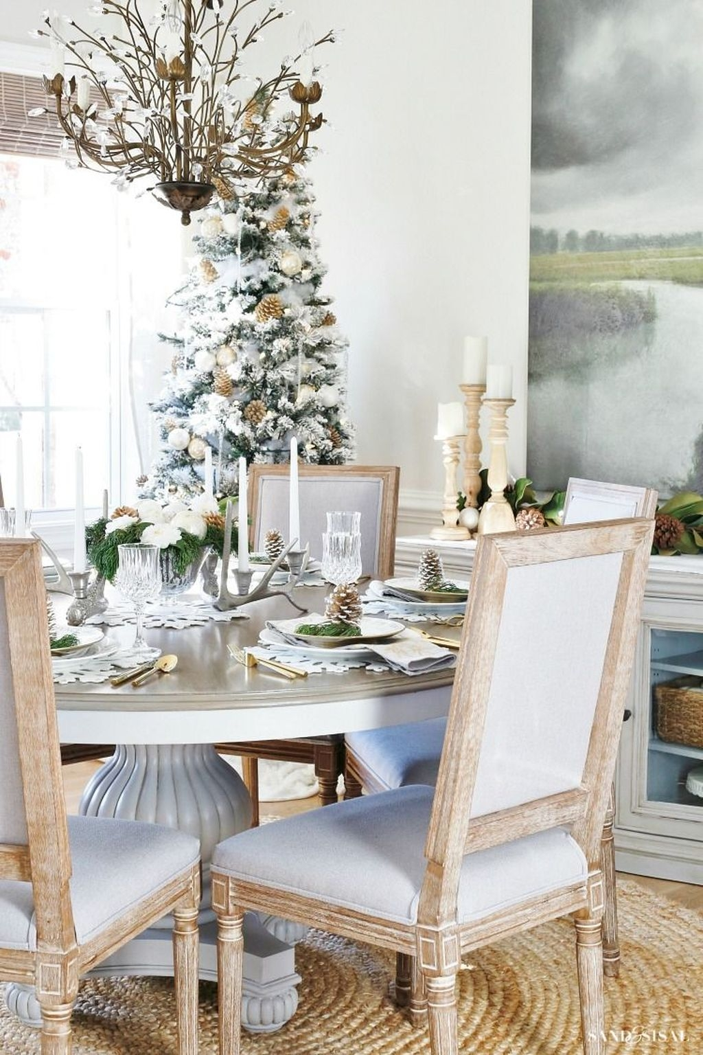 Beautiful Christmas Dining Room Decor Ideas Should You Apply This Winter 38