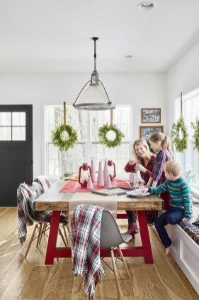 Beautiful Christmas Dining Room Decor Ideas Should You Apply This Winter 45