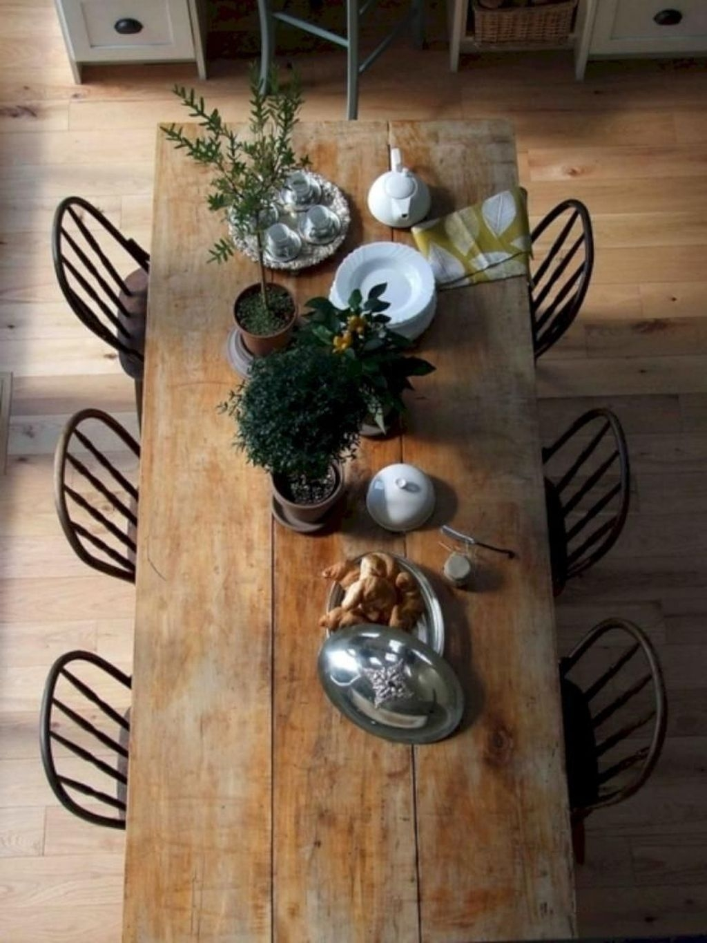 Choosing The Right Farmhouse Dining Room Table 35