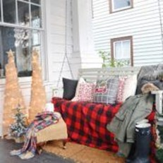 Lovely Winter Front Porch Decoration That Will Make Your Porch Looks Beautiful 11