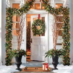 Lovely Winter Front Porch Decoration That Will Make Your Porch Looks Beautiful 22