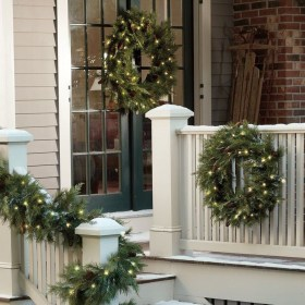 Lovely Winter Front Porch Decoration That Will Make Your Porch Looks Beautiful 32