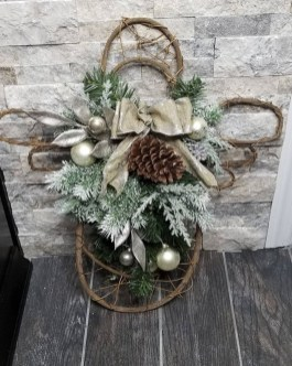 Lovely Winter Front Porch Decoration That Will Make Your Porch Looks Beautiful 33