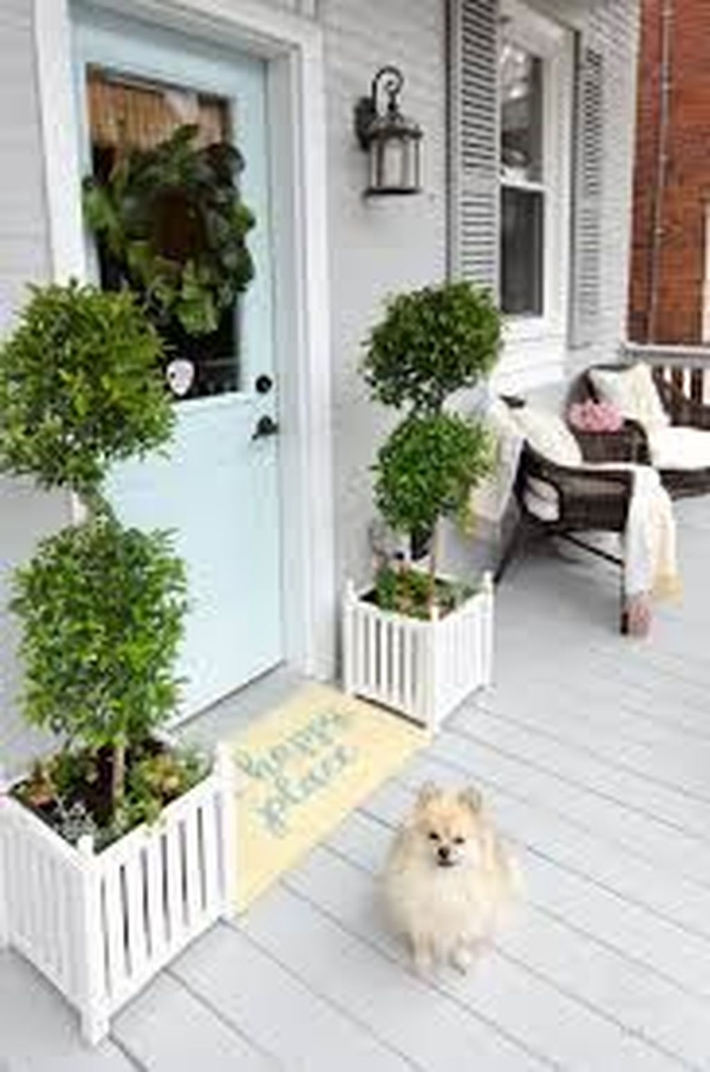 Lovely Winter Front Porch Decoration That Will Make Your Porch Looks Beautiful 35