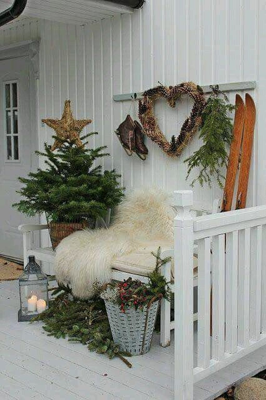 Lovely Winter Front Porch Decoration That Will Make Your Porch Looks Beautiful 36