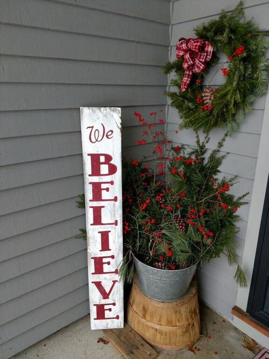 Lovely Winter Front Porch Decoration That Will Make Your Porch Looks Beautiful 38