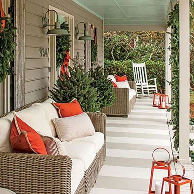 Lovely Winter Front Porch Decoration That Will Make Your Porch Looks Beautiful 42
