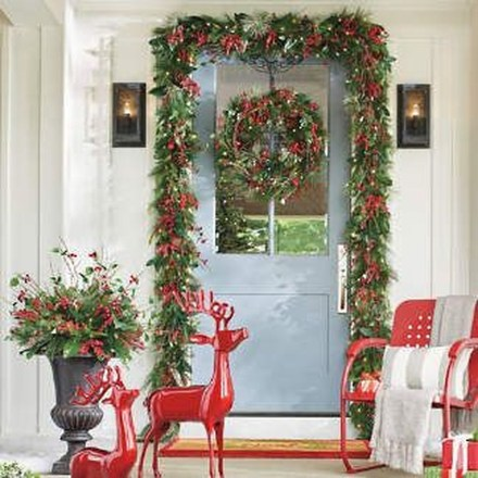 Lovely Winter Front Porch Decoration That Will Make Your Porch Looks Beautiful 45